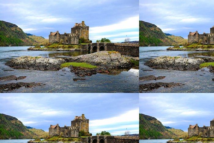 Tapeta Pixerstick Kultovní Eilean Donan Castle nastavit v jezer Skotska - Hrady a zámky