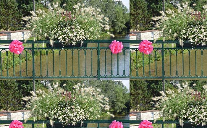 Tapeta Pixerstick Květiny na mostě přes řeku Seinu - Květiny