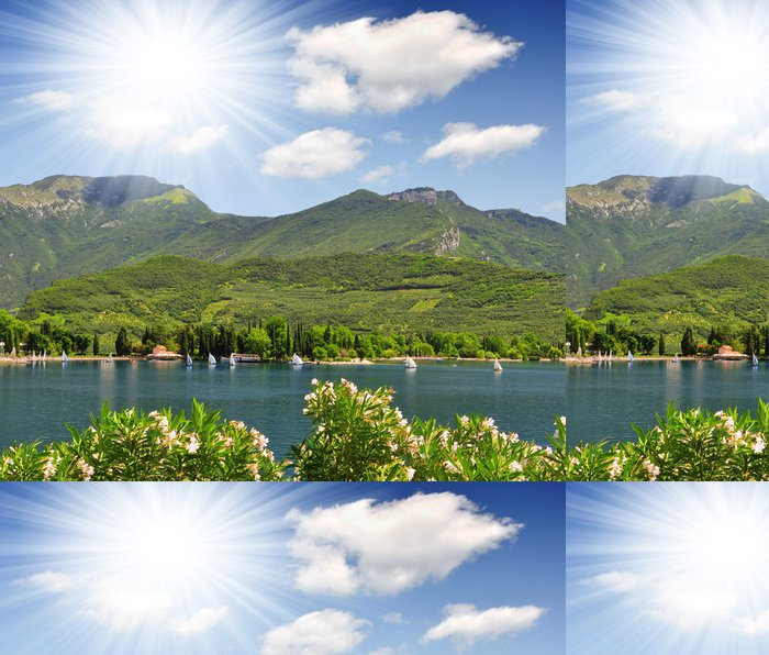 Tapeta Pixerstick Lago di Garda, největší jezero v Itálii, severní Itálie - Evropa