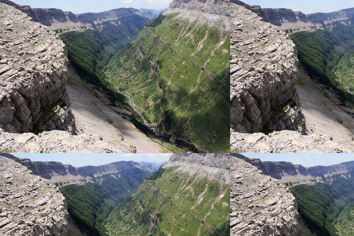 Tapeta Pixerstick Letecký snímek Valle de Ordesa - Hory