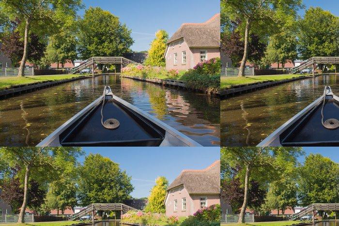 Tapeta Pixerstick Loď v Holandské vesnice Giethoorn - Lodě