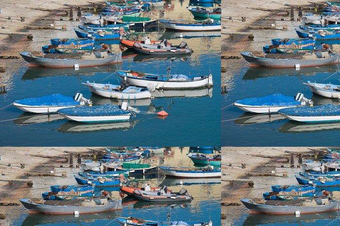 Tapeta Pixerstick Lodě kotvící u turistického přístavu Bisceglie. Apulie. - Prázdniny