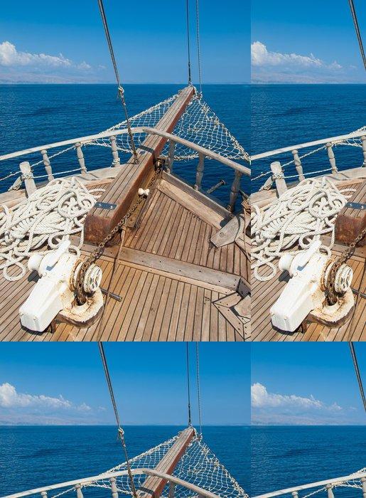 Tapeta Pixerstick Lodě luk s výhledem na moře za sebou - Témata