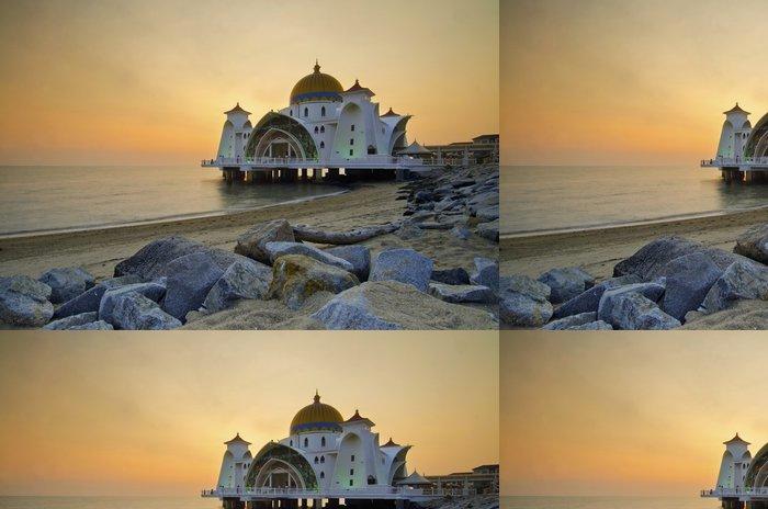 Tapeta Pixerstick Majestátní plovoucí mešita v Malacca průlivy při západu slunce - Náboženství
