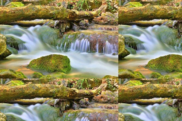 Tapeta Pixerstick Malý vodopád na horské řeky - Voda