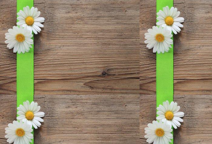 Tapeta Pixerstick Margeriten mit grüner Schleife auf Holz - Pozadí