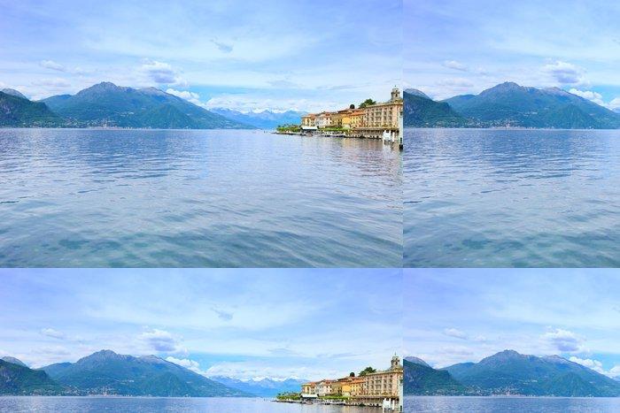 Tapeta Pixerstick Město Bellagio, Como Lake District krajiny. Italy, Europe. - Evropa