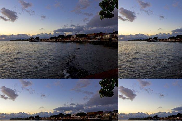 Tapeta Pixerstick Město Lahaina, Maui svítí za soumraku - Amerika