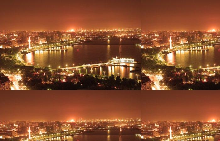 Tapeta Pixerstick Město v noci Baku - Město