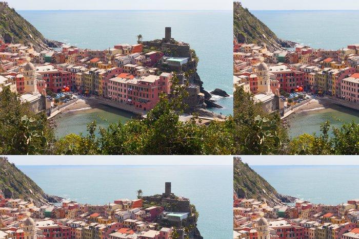 Tapeta Pixerstick Město Vernazza, Cinque Terre, Itálie. - Evropa