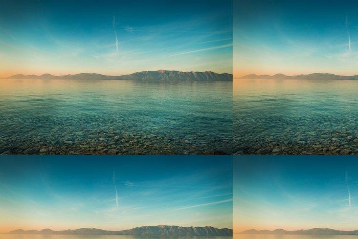 Vinylová Tapeta Mírové krajina s mořem a kopci před východem slunce - Krajiny