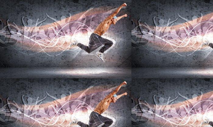 Vinylová Tapeta Mladý muž tančí hip hop s barevnými řádky - Témata