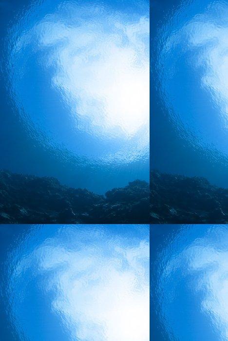 Vinylová Tapeta Modrá obloha při pohledu ze dna moře - Podvodní svět
