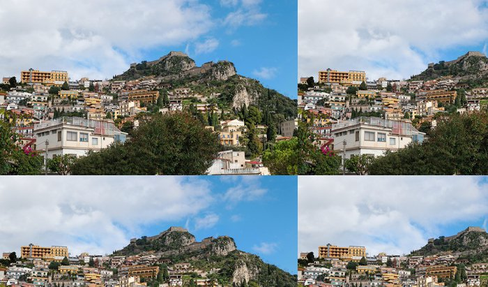 Tapeta Pixerstick Monte Tauro s hradním aboveTaormina město na Sicílii, Itálie - Evropa