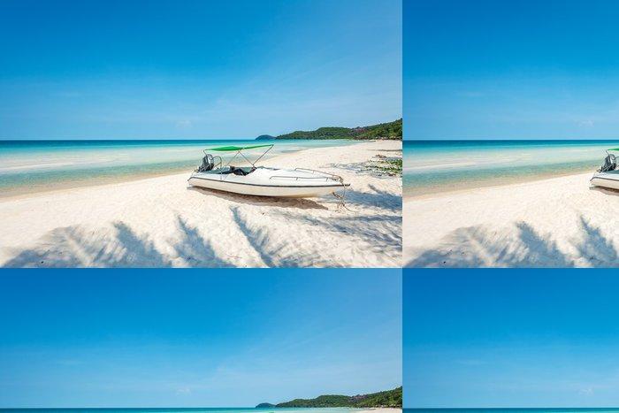 Tapeta Pixerstick Motorový člun na tropické pláži - Voda