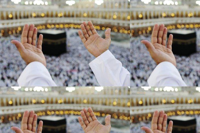 Tapeta Pixerstick Muslim se modlí v Mekkah s rukama nad hlavou - Náboženství