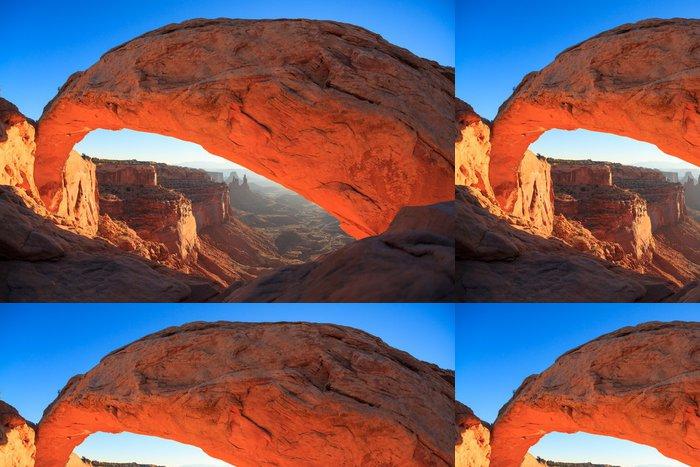 Tapeta Pixerstick Národní park Mesa Arch Cnyonlands svítání. - Amerika