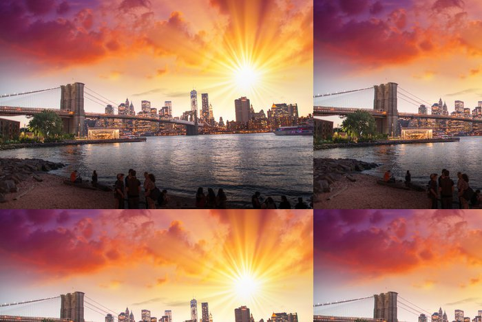 Tapeta Pixerstick New York City. Nádherný západ slunce pohled na Brooklyn Bridge a Manh - iStaging