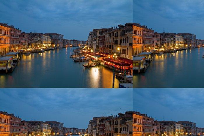 Tapeta Pixerstick Noční obraz Canal Grande v Benátkách. - Evropská města