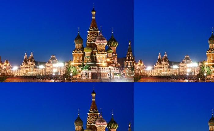 Tapeta Pixerstick Noční pohled na Rudé náměstí a Vasila Blaženého katedrála v Moskvě - Moskva