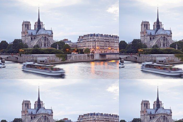 Tapeta Pixerstick Notre Dame v Paříži ve večerních hodinách - Evropská města