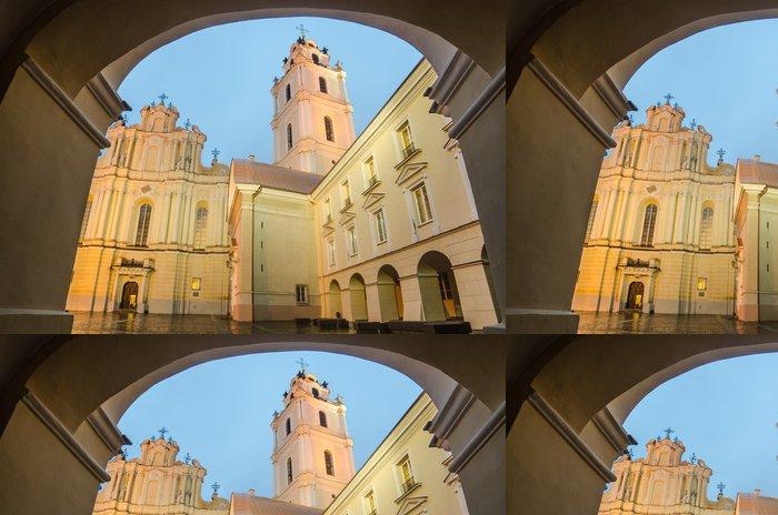 Vinylová Tapeta Ok. Johns kostel ve Vilniusu po dešti - Veřejné budovy
