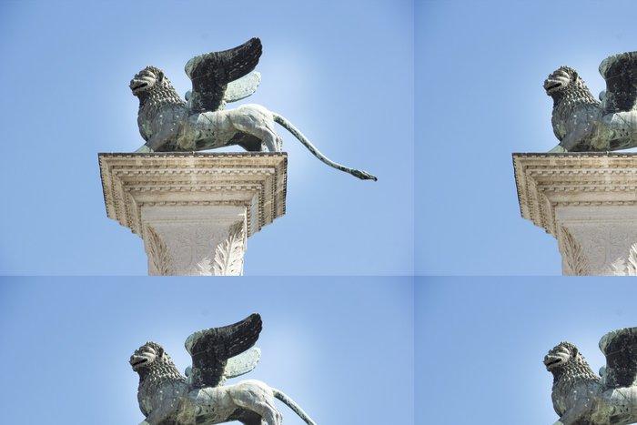 Tapeta Pixerstick Okřídlený lev St Mark Benátky symbol na jeho sloupci. Itálie - Evropská města