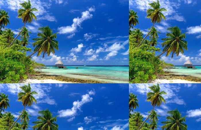 Tapeta Pixerstick Osamělé pláži na Maledivách - Prázdniny