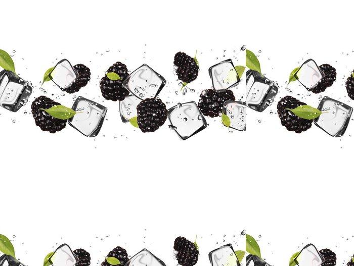 Tapeta Pixerstick Ostružiny s kostkami ledu, izolovaných na bílém pozadí - Ovoce