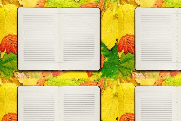 Tapeta Pixerstick Otevřít diář na podzimní listí pozadí - Pozadí