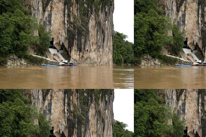Tapeta Pixerstick Pak Ou buddhistické jeskyně, lodě, které čekají návštěvníky - Laos - Asie
