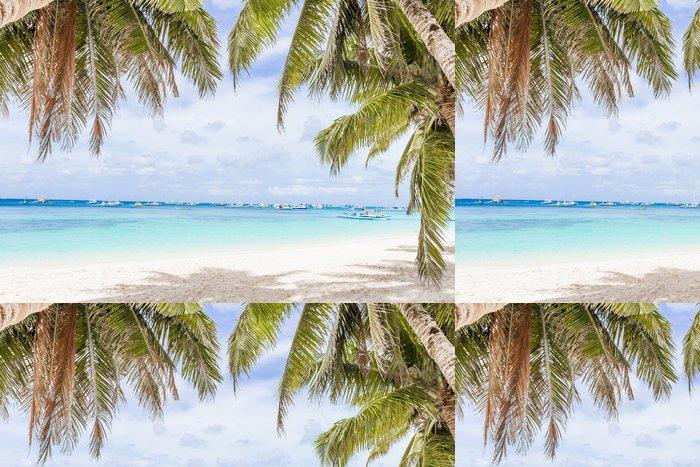 Tapeta Pixerstick Palmy na tropické pláži a moře na pozadí, letní prázdniny - Prázdniny