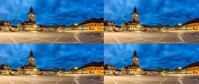 Tapeta Pixerstick Panoramatický výhled na náměstí rady v Brašově. noční pohled - Evropa