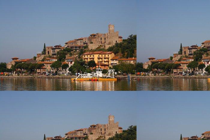 Tapeta Pixerstick Passignano, malé městečko na břehu jezera Trasimeno, Umbria - Evropa