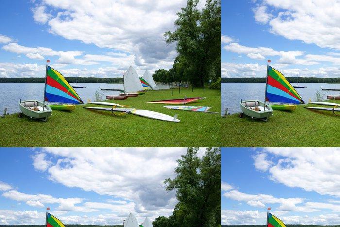 Tapeta Pixerstick Plachtění, plachetnice Optimist a Windsurfing desky - Vodní sporty