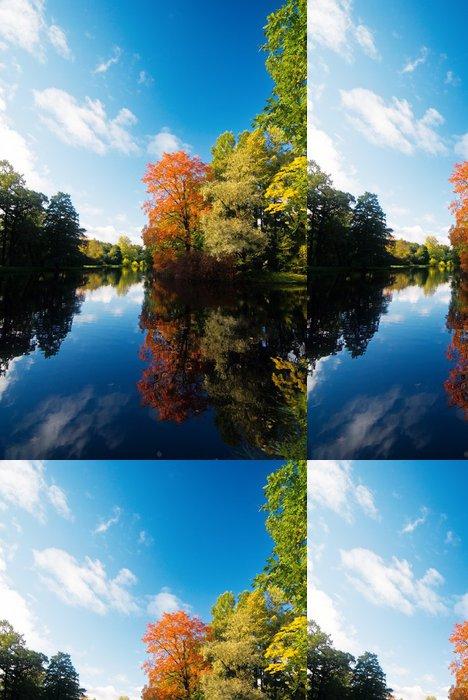 Tapeta Pixerstick Podzimní stromy odráží v malém rybníku - Roční období