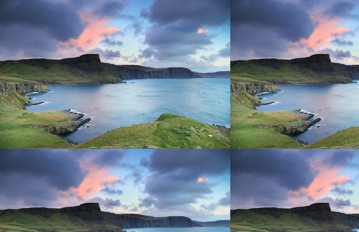 Tapeta Pixerstick Pohled na Neist Point, Skotské vysočiny, v Evropě - Evropa