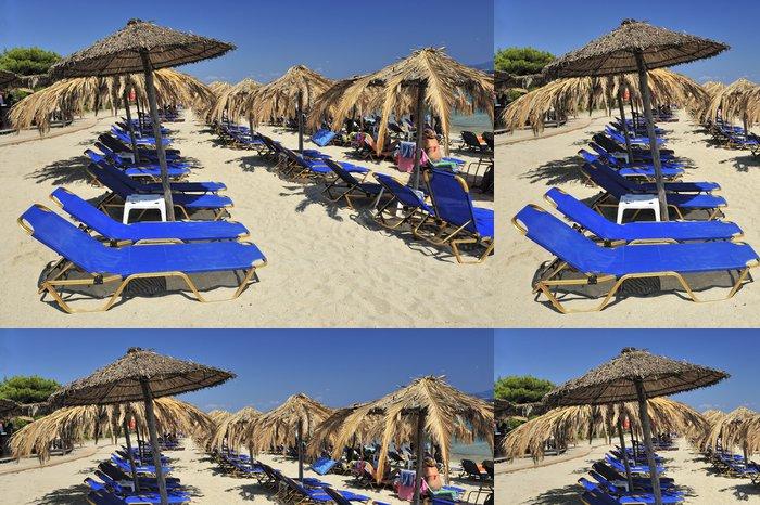Vinylová Tapeta Pohled na židle a slunečník na pláži - Roční období