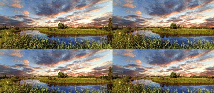 Tapeta Pixerstick Pokles přes řeku Berezině, Bělorusko - Řeky