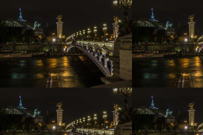 Tapeta Pixerstick Pont Alexandre III a náměstí Grand Palais v noci - Památky