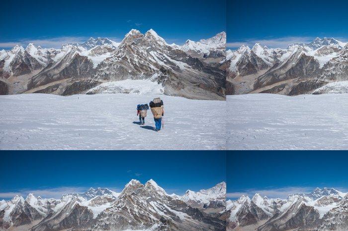 Tapeta Pixerstick Porter nošení těžkých břemen v Himalájích v Nepálu - Témata