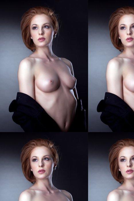 Tapeta Pixerstick Portrét krásná žena pózuje nahoře bez - Témata