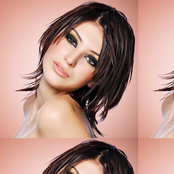 Tapeta Pixerstick Portrét krásné ženy s kreativní účes. -
