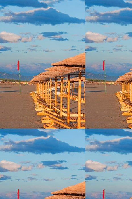Tapeta Pixerstick Prázdné lehátka na pláži - Prázdniny