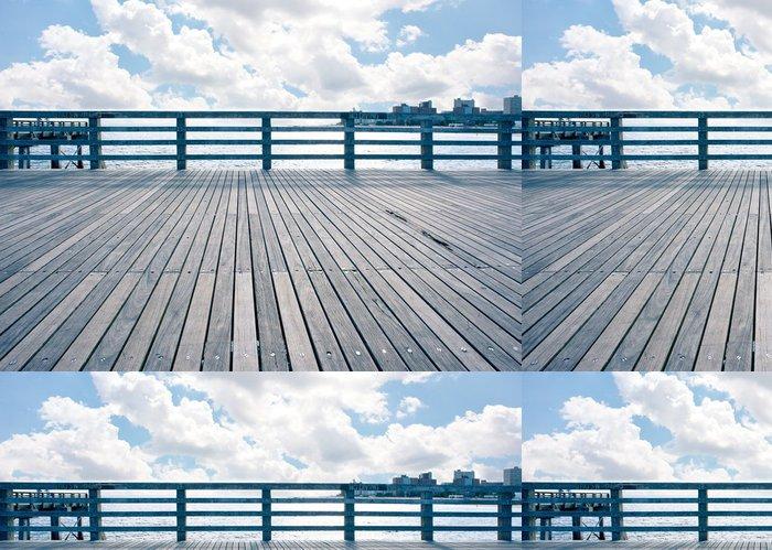 Tapeta Pixerstick Prázdné molo na pláži Coney Island, New York City. - Americká města