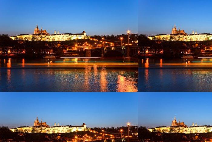 Tapeta Pixerstick Pražský hrad v noci, Praha, Česká republika - Evropa