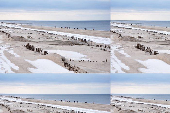 Tapeta Pixerstick Procházka na pláži v zimě na ostrově Sylt - Prázdniny