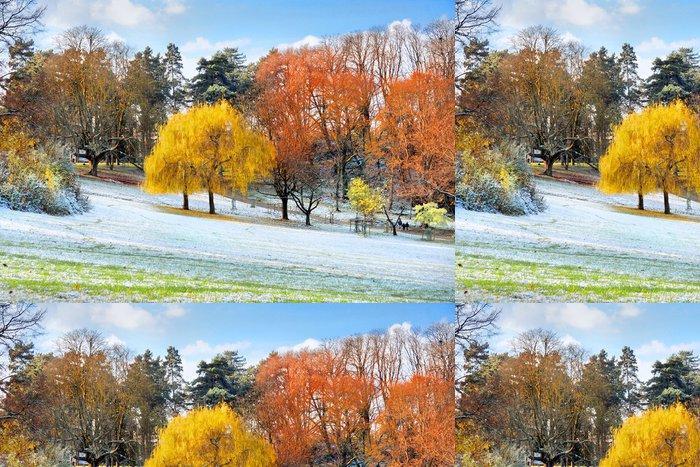 Tapeta Pixerstick První sníh v parku na podzim. - Voda
