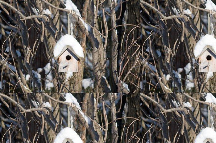 Vinylová Tapeta Ptačí hnízdo visí na zasněžené stromu - Roční období