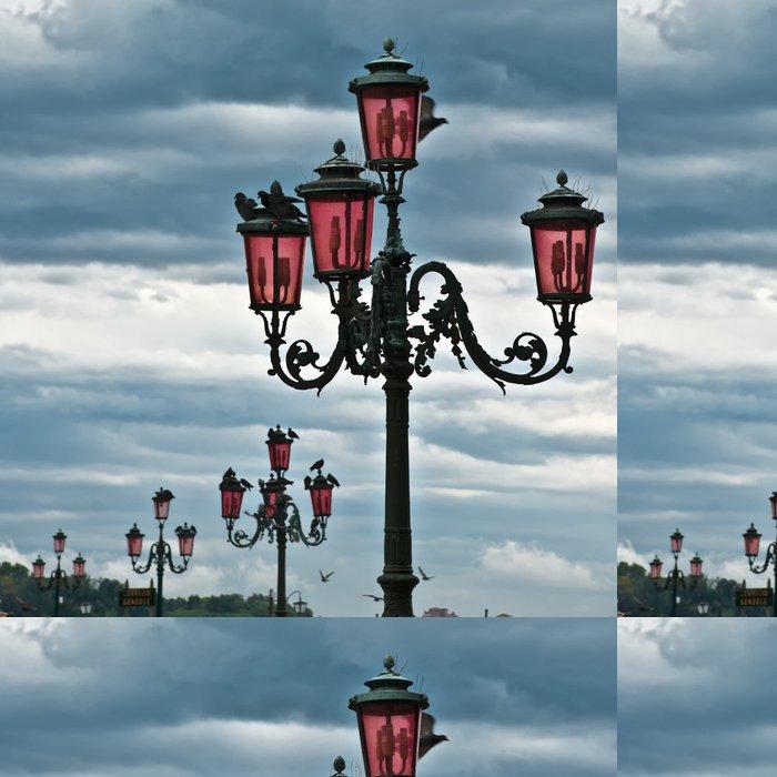 Tapeta Pixerstick Řada lucerny v Benátkách. - Evropská města